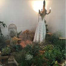 入口に飾ってあったウェディングドレス。