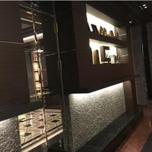 4階の食事会場の壁。細部まで凝ってます。