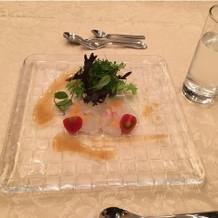 季節鮮魚のカルパッチョ。