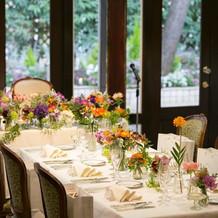 センスが素晴らしいテーブル装花