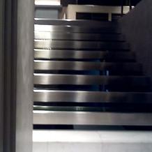 この階段を使う演出がすてき