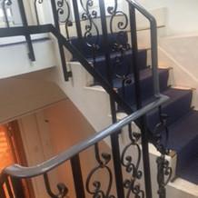 屋上への階段です。少し古い。