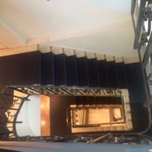 上から階段を見下ろすと怖いです。