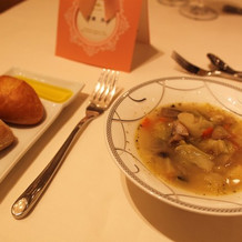 パンとガルビュール(野菜スープ)