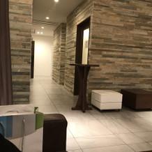 喫煙室の設置とトイレが広くて使いやすい