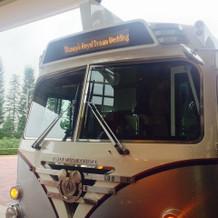 バスで挙式会場まで行きます