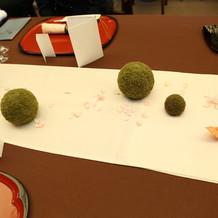 列席テーブルに和小物を散らしました