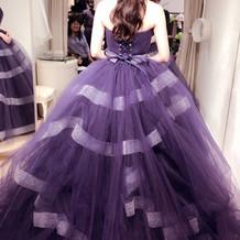 ネイビーのプリンセスラインのドレス