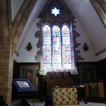 祭壇のステンドグラス