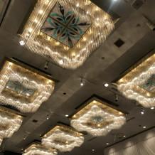 天井の照明も綺麗。