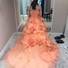 オレンジのカラードレス