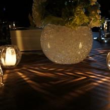 ゲスト卓です。飾りはシンプルに。