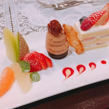 ケーキ(フルーツ付)