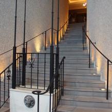 チャペル前の階段、ブーケトス等できる