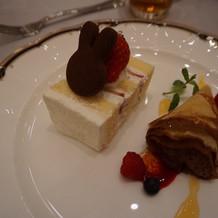 ウェディングケーキと季節のデザート
