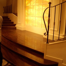 階段を使って登場の演出ができる