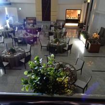 広々した綺麗な披露宴会場・階段ありナチュ