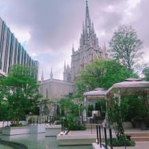大聖堂横のガーデン