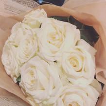 11本のバラは最愛を意味するそうです。