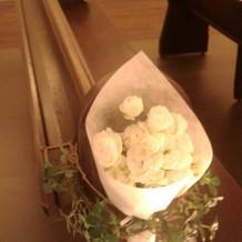 椅子の生花はお式後そのままブーケに