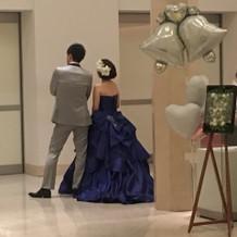 お色直しのロイヤルブルーのドレス