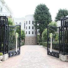 門にゲートリースを飾れます