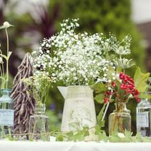 会場のイメージに合わせた装花を依頼