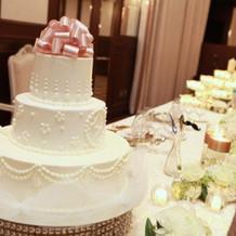 ケーキとメインテーブル装花!