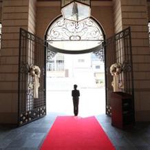 結婚式場の入り口です。センス良い!