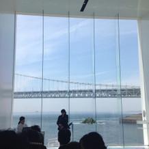 チャペルからは明石海峡大橋が見える