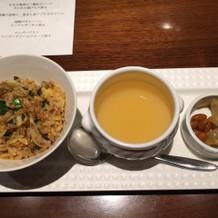 アサリのチャーハン、スープとザーサイ添え