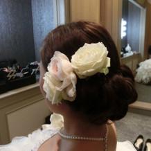 前撮り時のドレス用髪型、花は本物