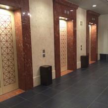エレベーターも3台あります。