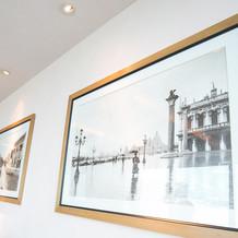 会場内の壁掛け写真