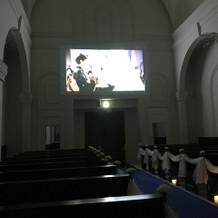挙式会場で映像が流せます