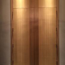 チャペル前の扉