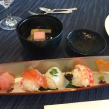 祖父母でも食べやすい手毬寿司とお吸い物