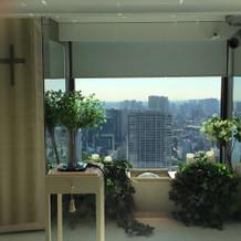 挙式場からみた窓の景色