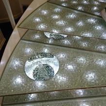 披露宴会場内の階段②