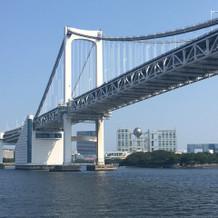 船から見えるレインボーブリッジ。
