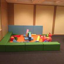 ホテル内に子供の遊ぶスペースもありました