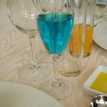 乾杯の時のシャンパン