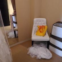 新郎新婦控え室。着替えるスペース有り