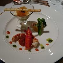 オマール海老に野菜のムースのカクテル