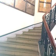 チャペルから披露宴会場への螺旋階段