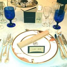 模擬披露宴のテーブルコーディネート