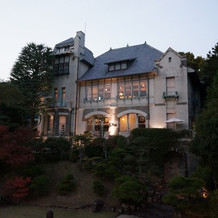 夕暮れ時の神戸迎賓館(外観)
