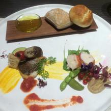 お魚、オマール海老とパン