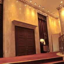 大会場の扉