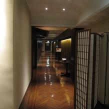 控え室などへの廊下